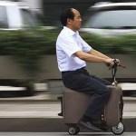 La motomaleta, una maleta en la que puedes viajar hasta a 20 km/h