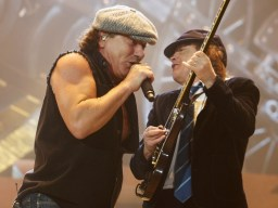 os-integrantes-do-acdc-brian-johnson-e-angus-young-durante-show-da-banda-em-illinois-eua-1254521477095_1024x768