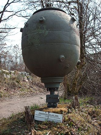 Mina navale della seconda Guerra Mondiale (immagine tratta da Wikipedia) - Naval mine of the Second World War (picture extract from Wikipedia) - intotheblue.it