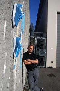 Kikkor Golf James Lepp with Eppik 2.0 Swede on wall