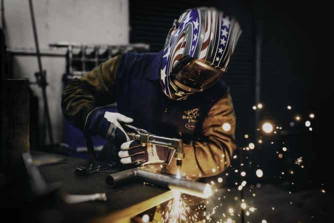 jose-manuel-mustafa-hazards-when-manipulating-metals