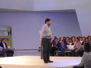 Luis Suarez presenting in the main hall at Congres Intranet 2013. Picture from Motion10. Click through