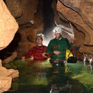 Initiation spéléo aquatique dans le Jura