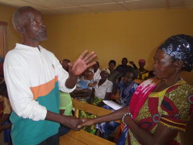 Ifoto Kamonyi imiryango mu mwiherero intyoza.com