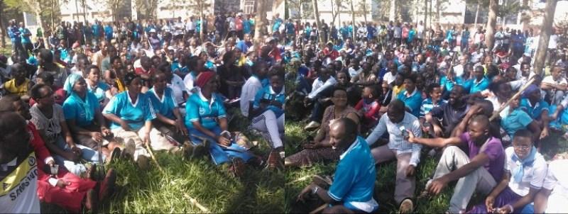 Abadivantisite nyuma y'igikorwa cy'umuganda, bari bicaye baganira n'abayobozi.