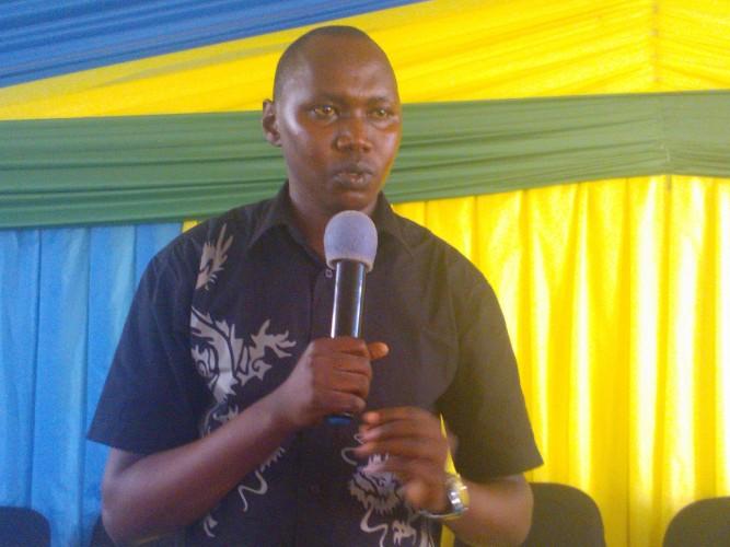 Etienne Muvunyi, umunyamabanga nshingwabikorwa w'umurenge wa Rukoma.