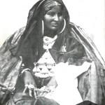 Femme portant la parure complète (Pays Touareg - Hoggar)