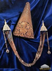 Hchachith brodée d'or et mentonnière