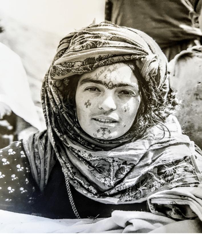 Tatouage du visage d'une femme chaouie © photographies deThérèse Rivière & Germaine Tillion