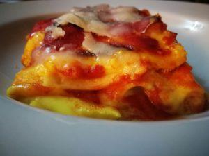 Lasagne con pancetta croccante e ricotta salata