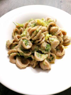 Orecchiette integrali con broccoli e Lady capra