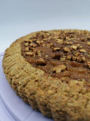 Crostata di grano saraceno con semi di canapa e marmellata di fichi