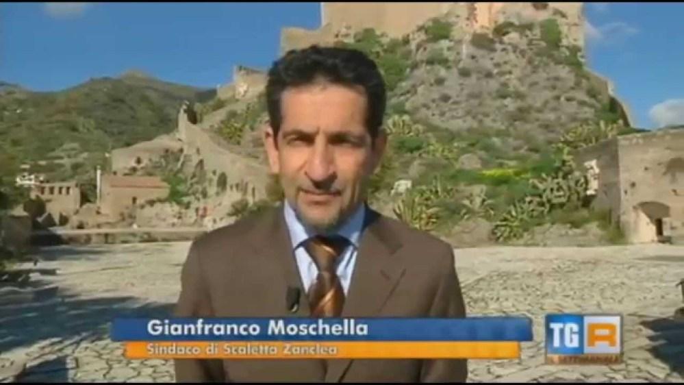Scaletta Zanclea, il Sindaco consegna la fascia tricolorata a Mattarella