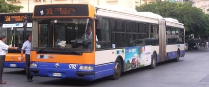 Palermo, ronde neo fasciste sugli autobus: scoppia la polemica