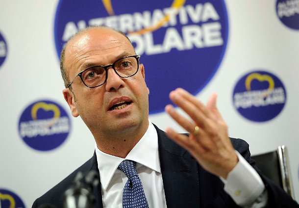 """Angelino Alfano annuncia: """"Non mi ricandido"""". Ma chi lo dovrebbe rieleggere?"""