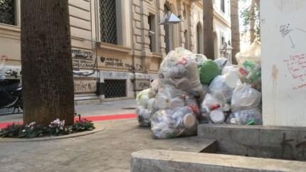 Roma, TARI dimezzata perché l'immondizia non si raccoglie. E Palermo?