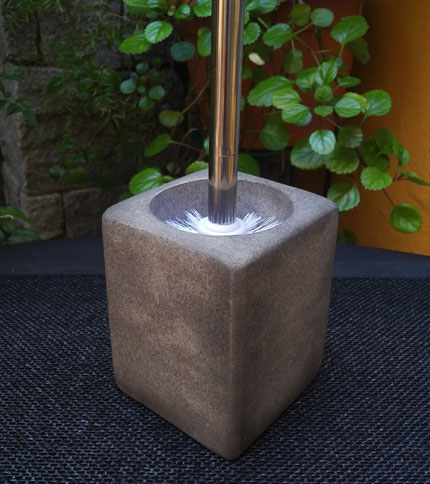 Foto 2 - Escobilla de baño con base tipo cemento