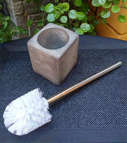Foto 3 - Escobilla de baño con base tipo cemento