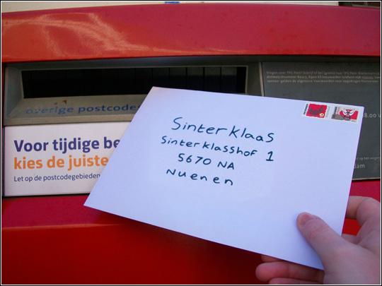 Posting letter to Sinterklaas