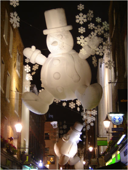 Alex de Leeuw in London Snowman