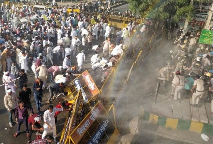 Farmers Protest Over Farm Laws in Sirsa Police Use Water Cannon Protest of farmers in Sirsa police used water cannon and tear gas