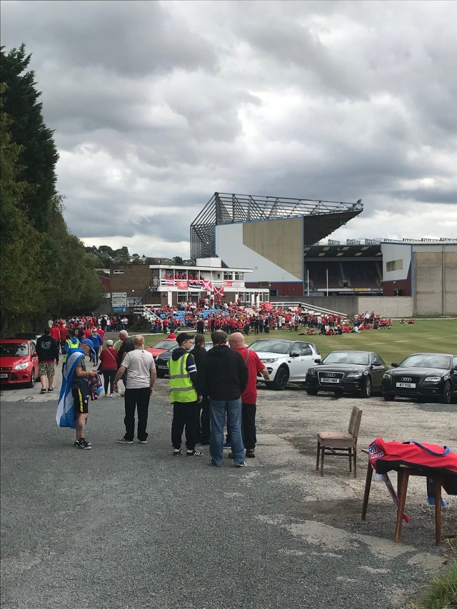 @ScottishSuzee - @Burnley_CC filling up with red and white #COYR #standfree @AberdeenFC