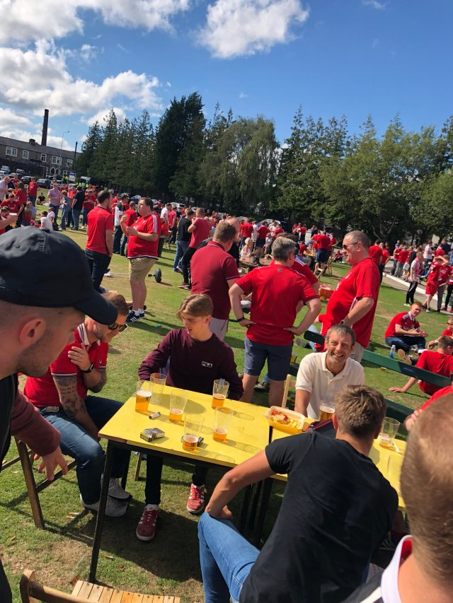 @Trina1903 - Cricket club is heaving. Sunnis shining. Dons are in town 🇵🇪🇵🇪🇵🇪 #StandFree