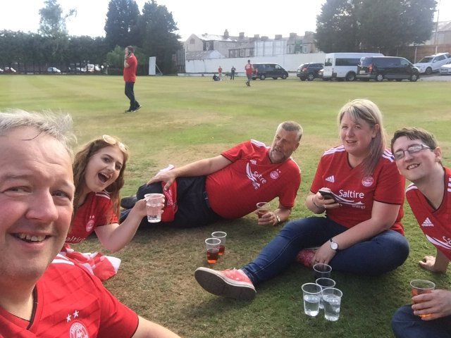@watterloony - Picnic selfie coz cricket club run out of vodka