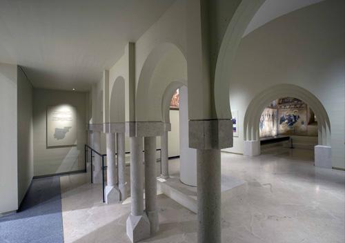 Sala del Museo del Prado en la que se encuentran los frescos de San Baudelio de Berlanga