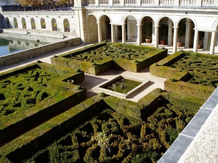 Vista del Jardín de El Escorial delante del Cuarto del Rey.