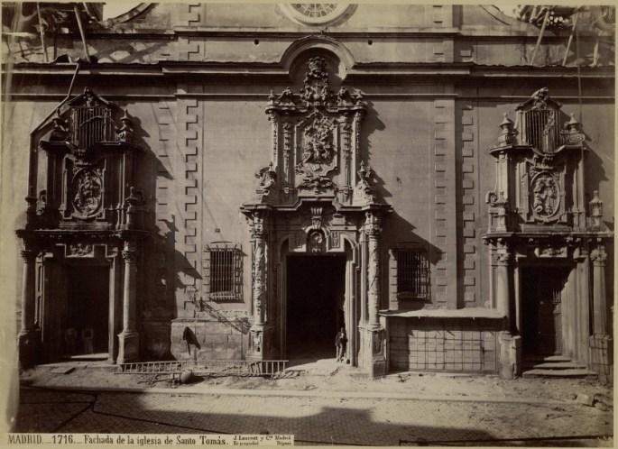 Jean Laurent: Vista de la fachada de la desaparecida Iglesia de Santo Tomás en Madrid.