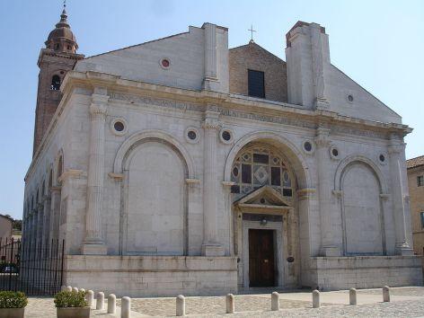 Fachada de la Iglesia de San Francesco in Rimini.