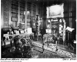 Biblioteca de Casa Loma hacia 1913.