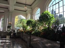Invernadero de plantas tropicales en el interior de Casa Loma.