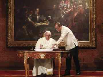 El Papa Francisco de visita oficial en Filipinas con el presidente Aquino.