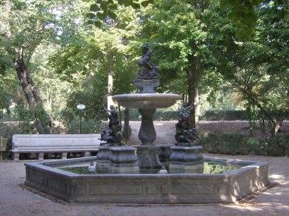 Fuente de Neptuno, decorada con los morillos encargados a Algardi. Jardín de la Isla, Aranjuez.