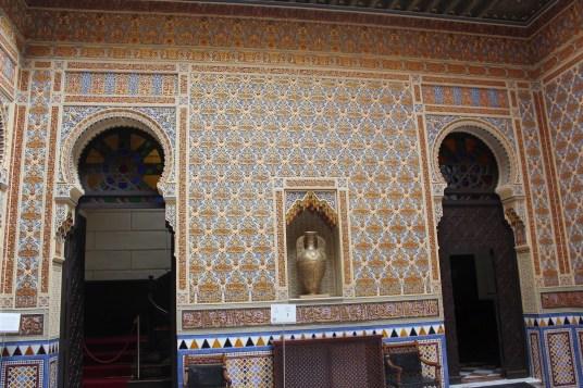 Manuel Castaños: Decoración del patio árabe. Casino de Murcia. Foto: Ramón Escobar Hervas (http://maravillasdeespana.blogspot.com.es/2014/11/murcia-el-real-casino-y-caravaca-de-la.html).