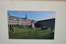 Anónimo. Pradera de césped en la Plaza Mayor. Octubre de 2017. Ayuntamiento de Madrid.