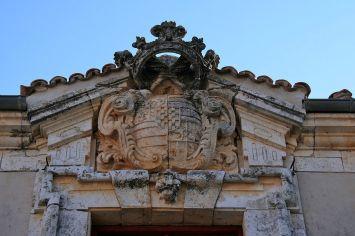 Nuevo Baztán. Detalle del escudo del palacio Goyeneche. Foto: wikicommons (Tamorlan)