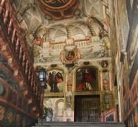 Vista de la escalera del Monasterio de las Descalzas Reales desde abajo. Foto: Tena de Bethercourt, 2010.