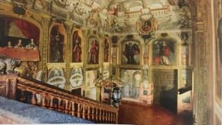 Vista de la escalera del Monasterio de las Descalzas Reales desde arriba. Foto: Tena de Bethercourt, 2010.