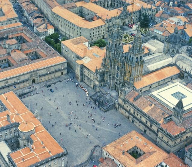 Vista aérea de la Plaza del Obradoiro (en turismogal.com)