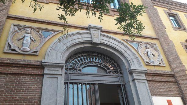 Guiño al Ospedale florentino en el antiguo Instituto Provincial de Puericultura de Madrid (actual Consejería de Políticas Sociales) como prueba de la pervivencia de ideas y valores, del apoyo en los aciertos de los clásicos. Foto: Mario Adanero (@adanero95)
