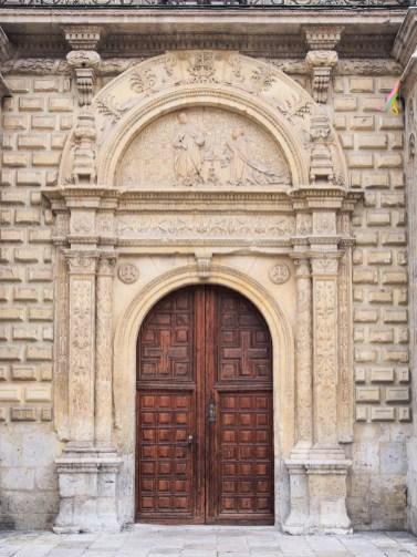 Portada del Colegio de Santa Cruz, Valladolid (por Luis Fernández García vía Wikimedia).