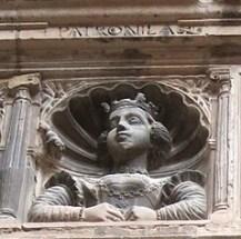 Petronila – Detalle del Colegio de San Jaime y San Matías en Tortosa (por GFreihalter vía Wikimedia).