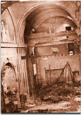Vista del interior de la Basílica de San Francisco tras la quema de 1955.
