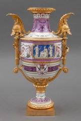 Real Fábrica de Porcelana del Buen Retiro, Jarrón «a la romana». Fuente: © Patrimonio Nacional