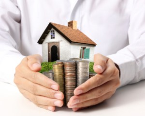 15.6.10 moneyand house in hands