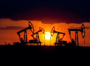 https://i2.wp.com/www.investorlawyers.net/blog/wp-content/uploads/2017/10/15.2.24-oil-rigs-at-sunset.jpg?resize=300%2C218&ssl=1