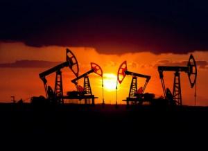 https://i2.wp.com/www.investorlawyers.net/blog/wp-content/uploads/2017/10/15.2.24-oil-rigs-at-sunset.jpg?resize=300%2C218&ssl=1